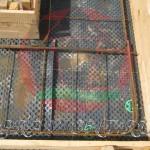 Опалубка и арматурный каркас подошвы ленточного монолитного фундамента