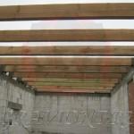 Балки деревянного перекрытия гаража