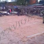 Процесс выравнивания песчаной подсыпки